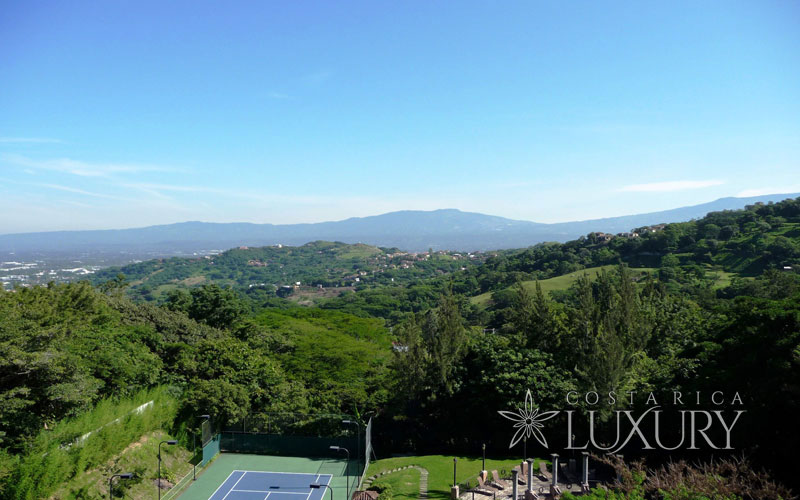 1,882 m2 lot for sale at exclusive Villa Vento community