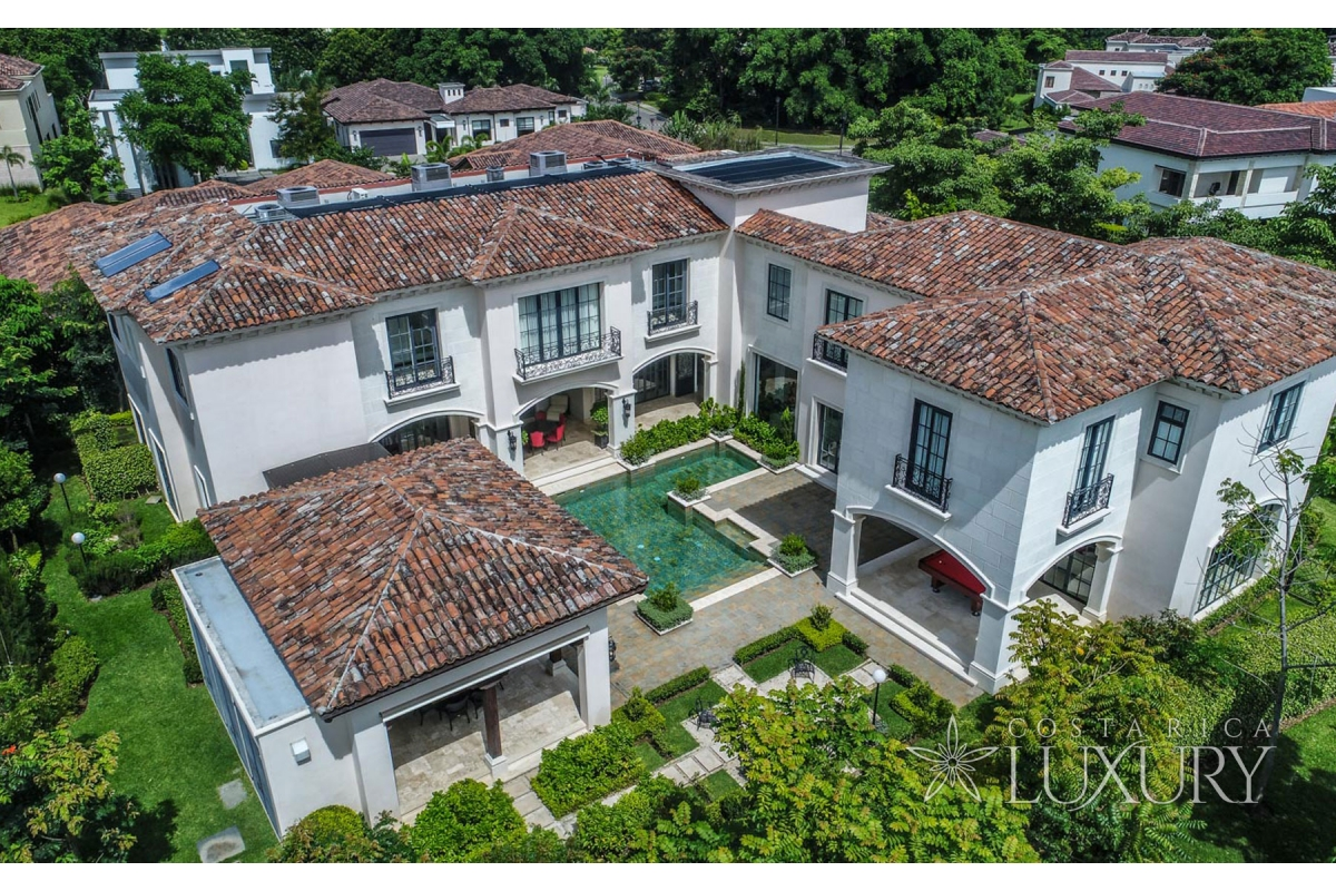 Villa Hacienda del Bosque Sumptuous Design in an Incomparable Location