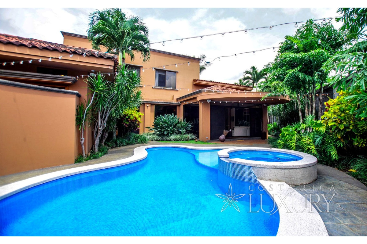 One story luxury home in Bosques de Lindora