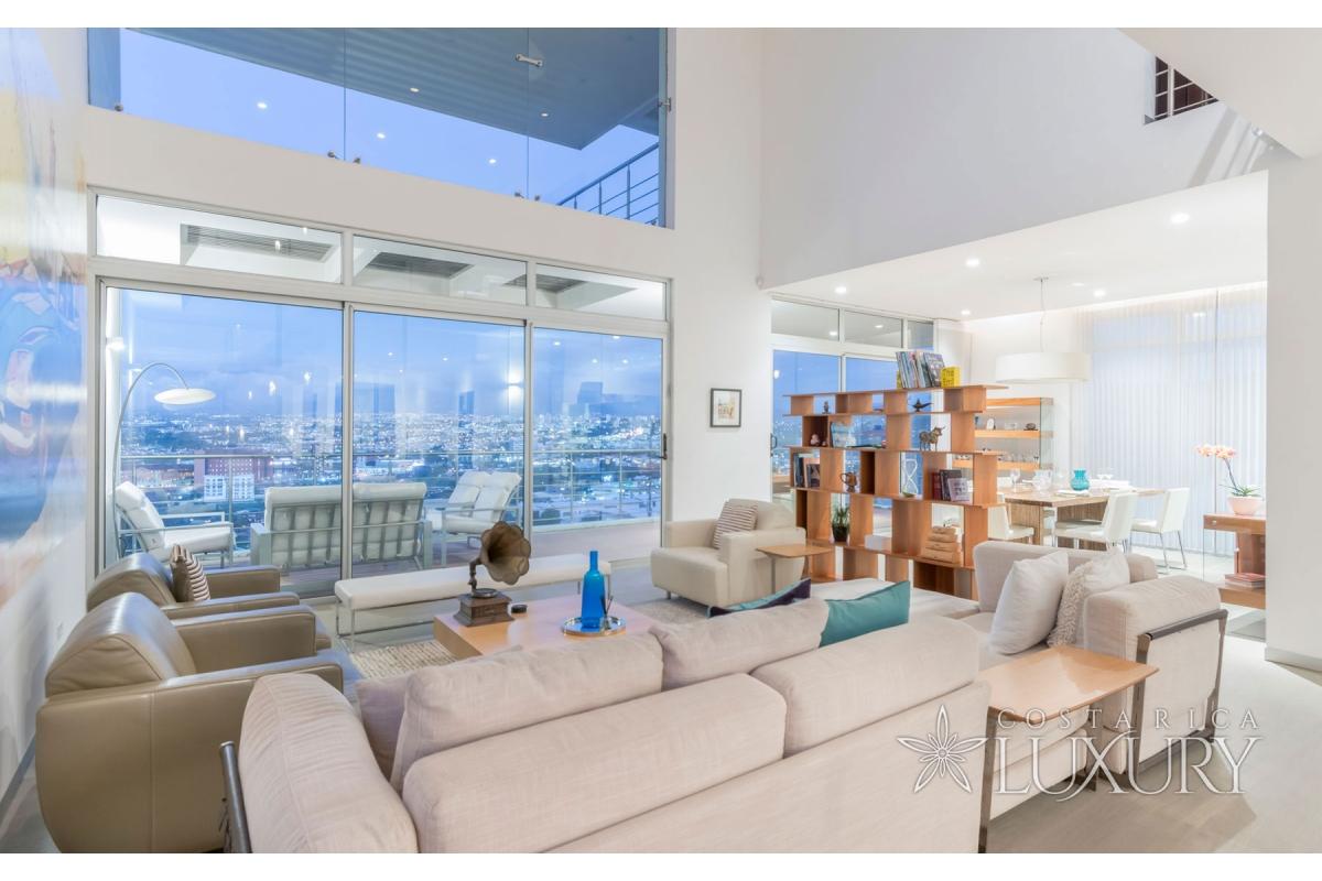 Casa de Luz - Modern contemporary luxury home in Cerro Alto